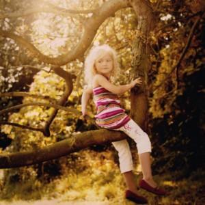 mode-enfant-kenzo-kids-petite-fille-dans-l-arbre-2764586kihdk_2041